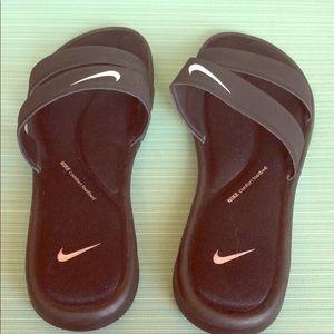 NWOT Nike Ladies Slides